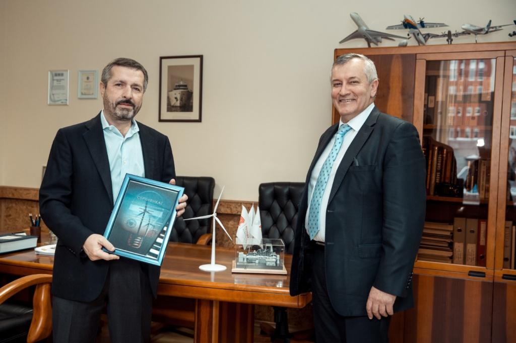 Председатель Правления РАВИ Игорь Брызгунов (справа) и председатель Совета директоров УТЗ Михаил Лифшиц